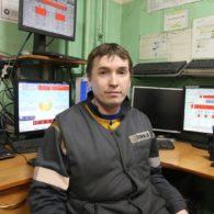 В рамках конкурса инженер Алексей Раимов выполнил несколько заданий по сборке, программированию и запуску в работу гидравлической станции прессования.