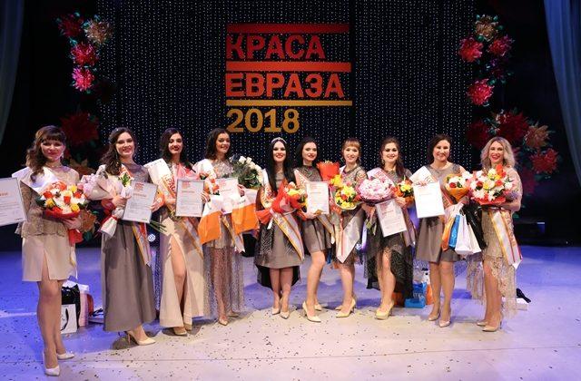 Конкурс «Краса ЕВРАЗа» прошел в шестой раз. Девиз праздника в этом году «Нам здесь работать, нам здесь жить».